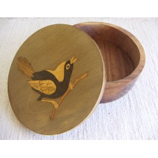 3242 Box Intarsia, bird motif