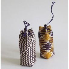 2933 Mini presentpåse flätad av vass