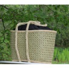 211401 Basket XGM Haravola/raffia plaited squares